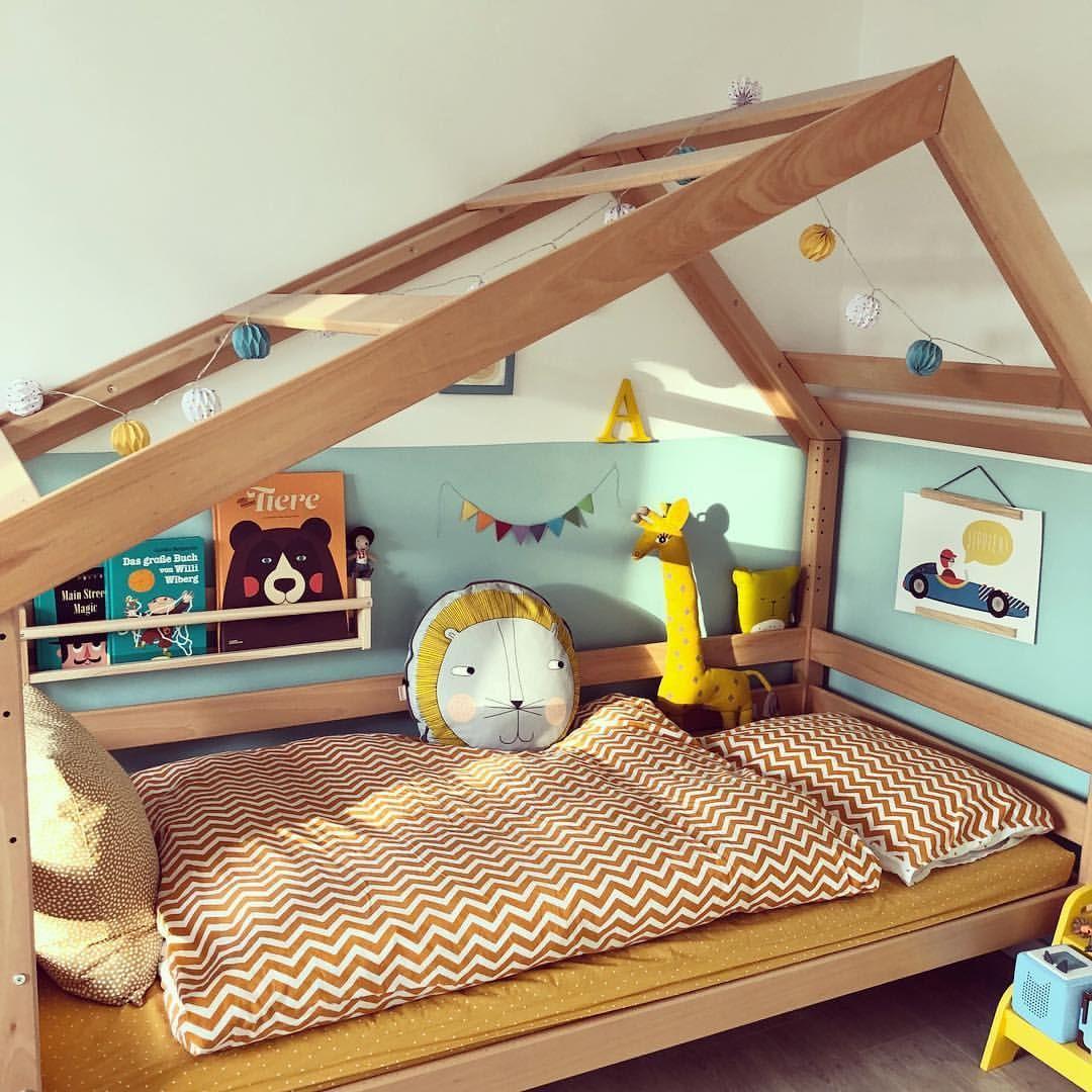 [FAVORITE PLACE] Seitdem wir dieses ⬆️ Bett haben, ist es definitiv der Lieblingsplatz im Kinderzimmer des großen Mucks. Hier lässt es sich… #kleinkindzimmer