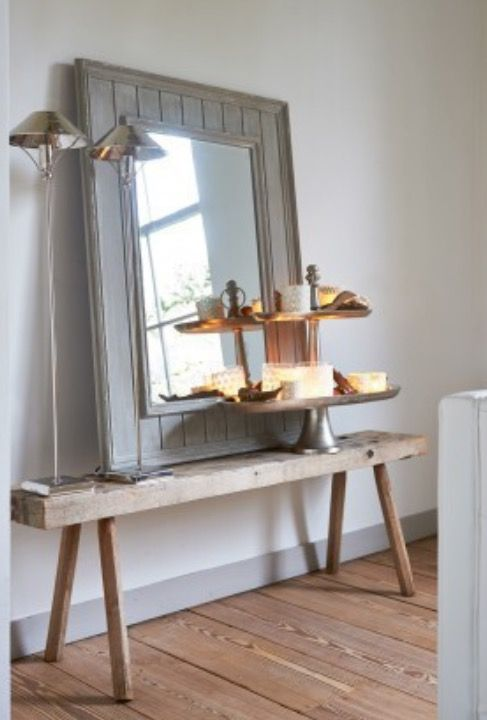 Very nice to make that in the hall! #hall#entrance#mirror#light#accessorize#wood