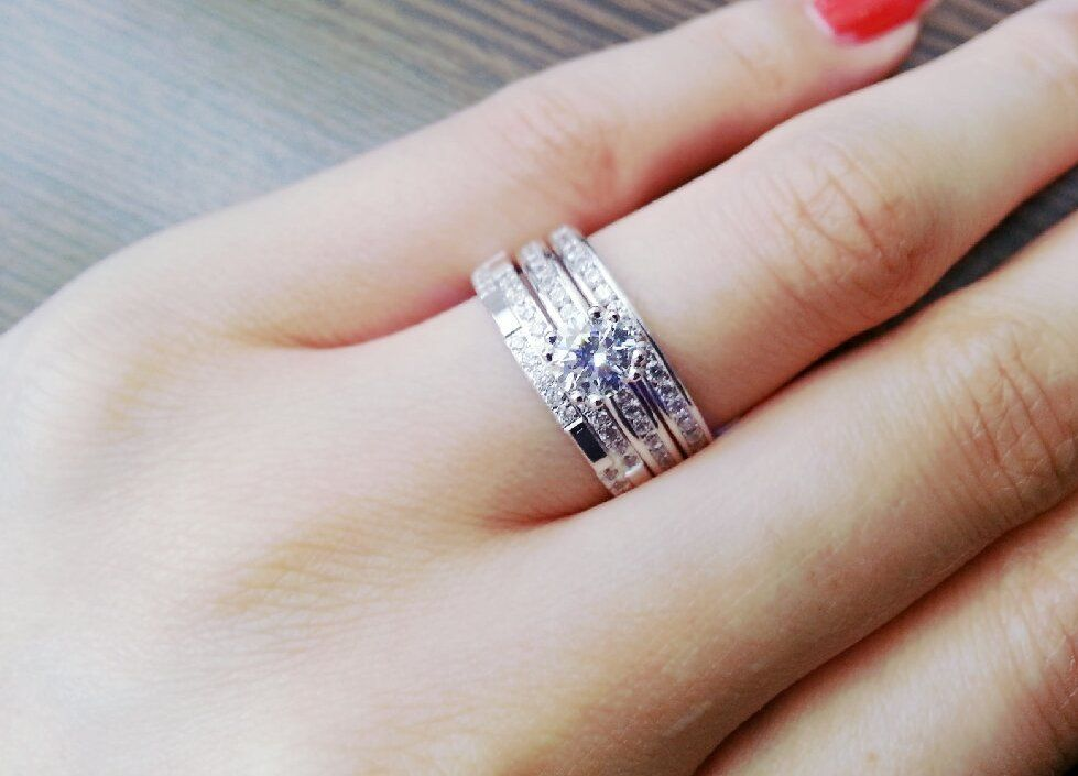 according to swedish wedding traditions it is common for the bride to wear a third ring known as the motherhood ring along with their wedding and - How To Wear Wedding Rings