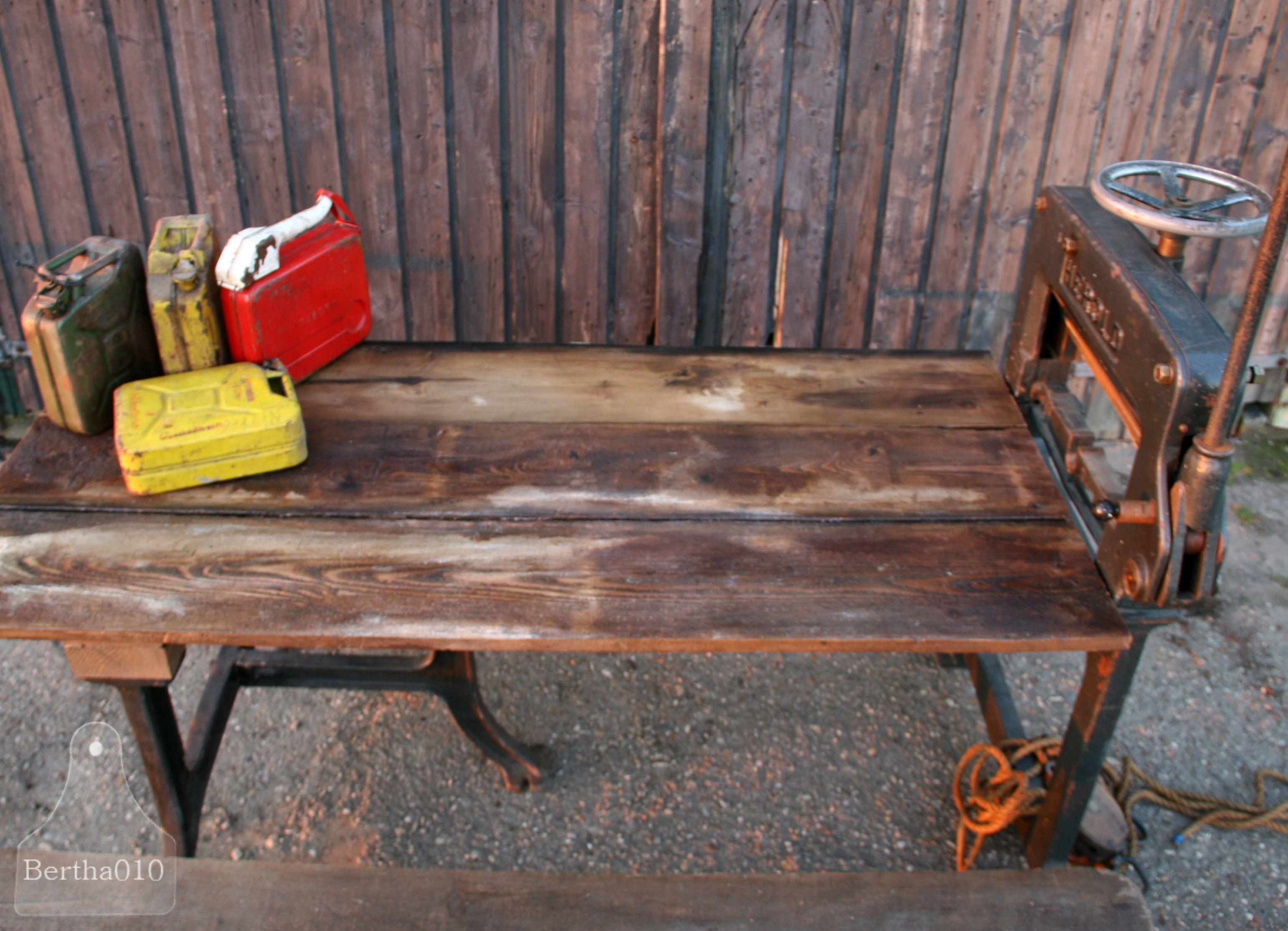 Echte industriële tafel gemaakt van een oude machine van Herold