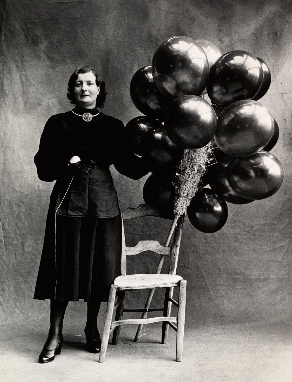 Marchande de Ballons (B), Paris, 1950. Balloon Seller. Gelatin silver print. Photo Irving Penn.