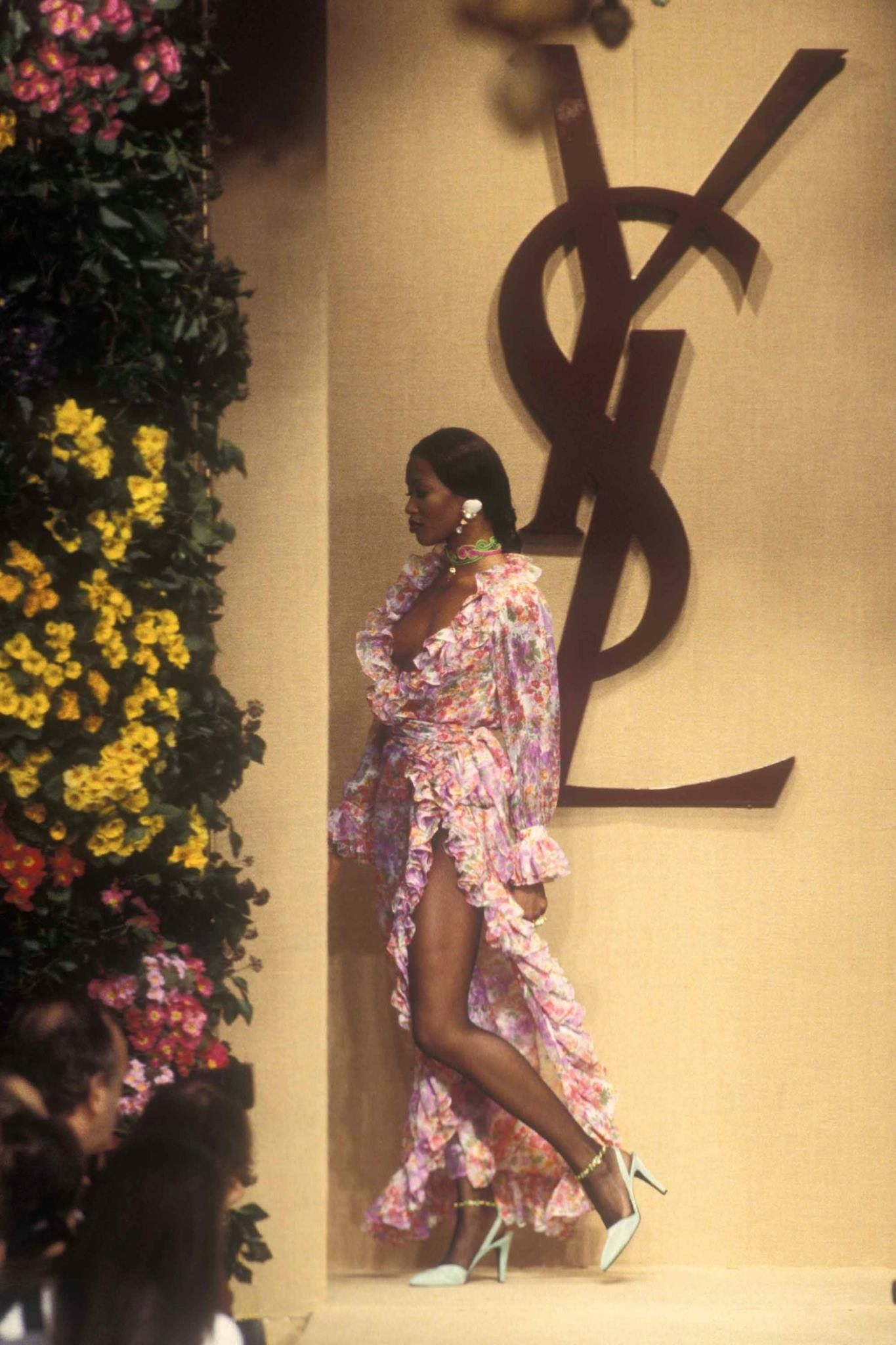 1993 yves saint laurent couture show naomi campbell. Black Bedroom Furniture Sets. Home Design Ideas
