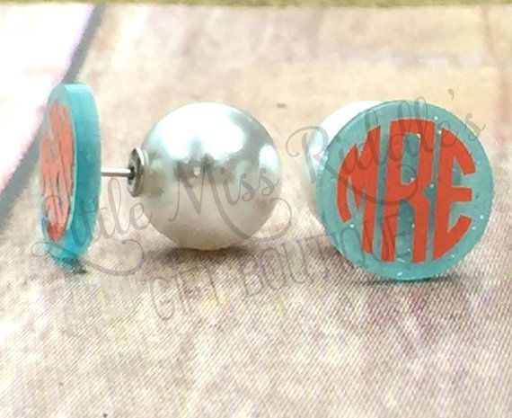 Monogram Pearl Back Earrings Round Acrylic Stud Earrings Personalized Studs With Faux Pearl With Images Monogrammed Pearls Monogrammed Acrylic Earrings Monogram Earrings