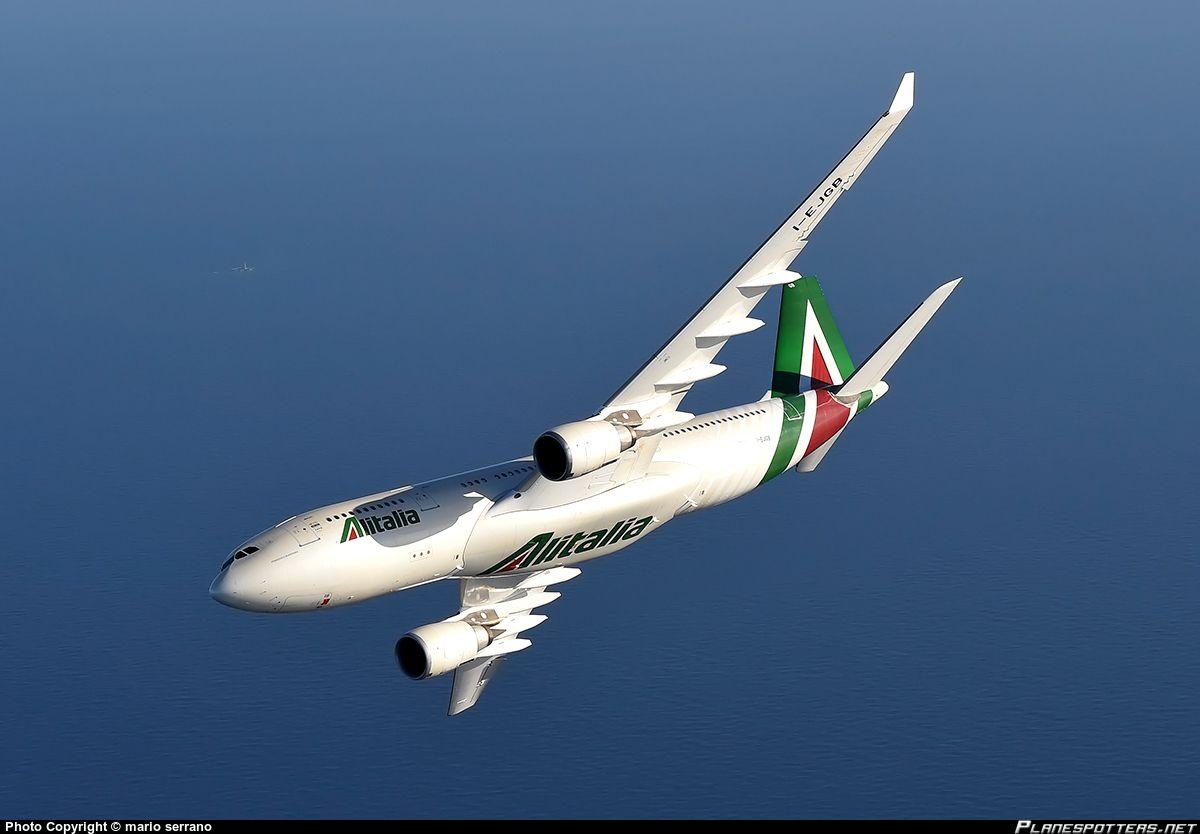 "Alitalia Airbus A330-202 I-EJGB ""Francesco Borromini"" in flight over the Mediterranean, October 2015. (Photo: Mario Serrano)"