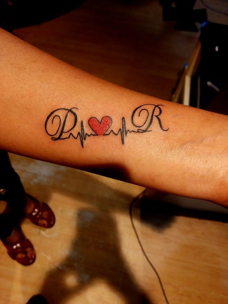 Letter R Tattoo In 2020 Tattoo Designs Wrist Initial Wrist Tattoos Letter R Tattoo