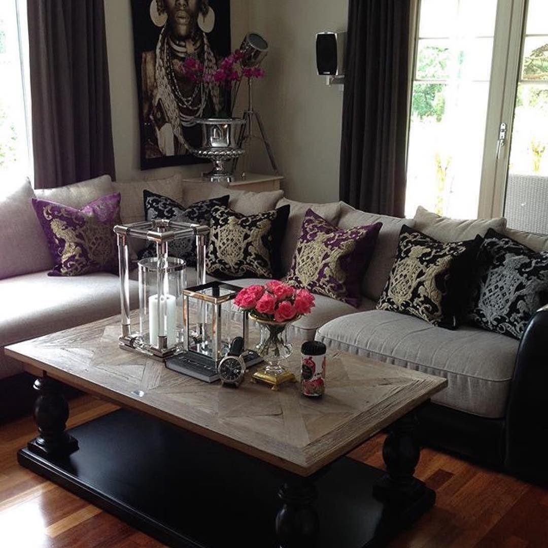 Nydelig med Dubai Salongbord hos @englemalin  Ha en fin dag! #livingroom #interior #interiordesign #interiors #interiør #interior125 #interior123 #interior444 #interior4all #hem_inspiration #interior4you #interior4you1 #passion4interior #interior9508 #finehjem #glaminterior1 #dreaminterior555 #dreaminteriors #inspire_me_home_decor #shabbyyhomes #classyinteriors #eleganceroom #ninterior #lovelyinterior #classicliving @classicliving #drommehjem #eichholtz #aflekthome
