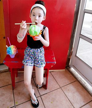 Today's Hot Pick :Gartered Floral Shorts http://fashionstylep.com/SFSELFAA0009268/thejany4/out Going out for a picnic today? If yes, let your child wear something that will allow her to move freely and easily while looking chic. The shorts come with floral print, lace accent and gartered waistband for easy wearing. You can make her pair the short s with a tank top and a pair of slip-on sandals.
