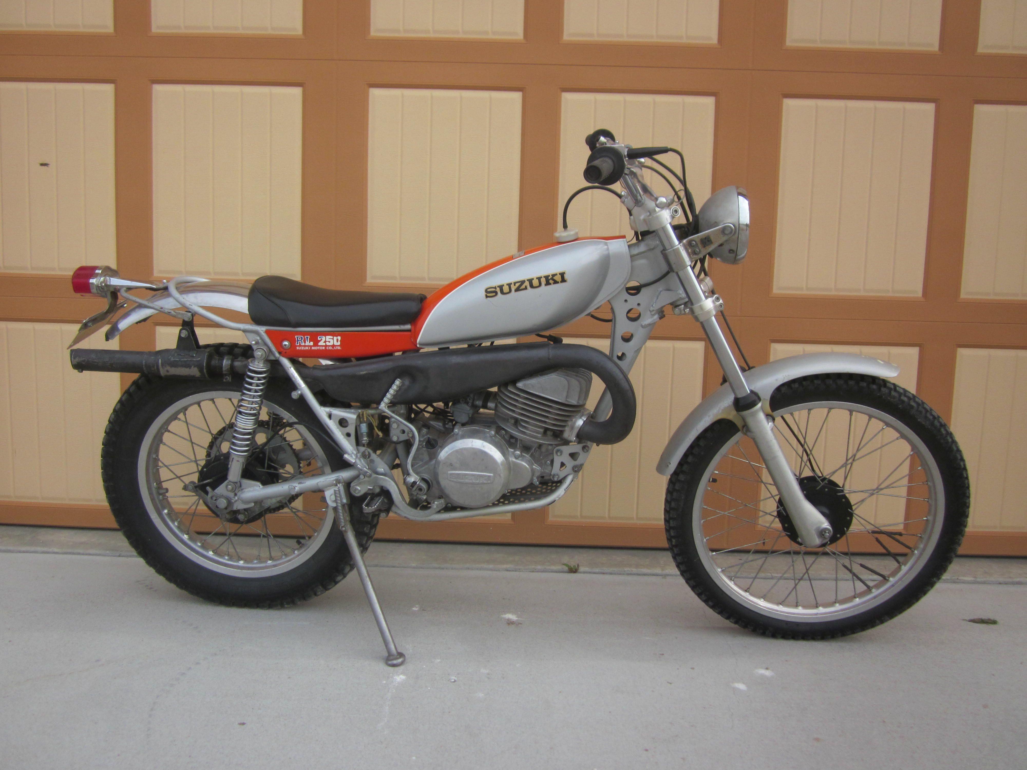 Suzuki RL 250