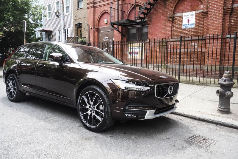 The Volvo V90 Cross Country A Perfect Marriage Of Wagon And Suv