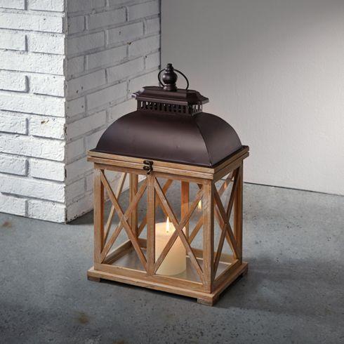 Stilvolle Laterne aus Holz und Metall - sorgt für gemütliche Beleuchtung