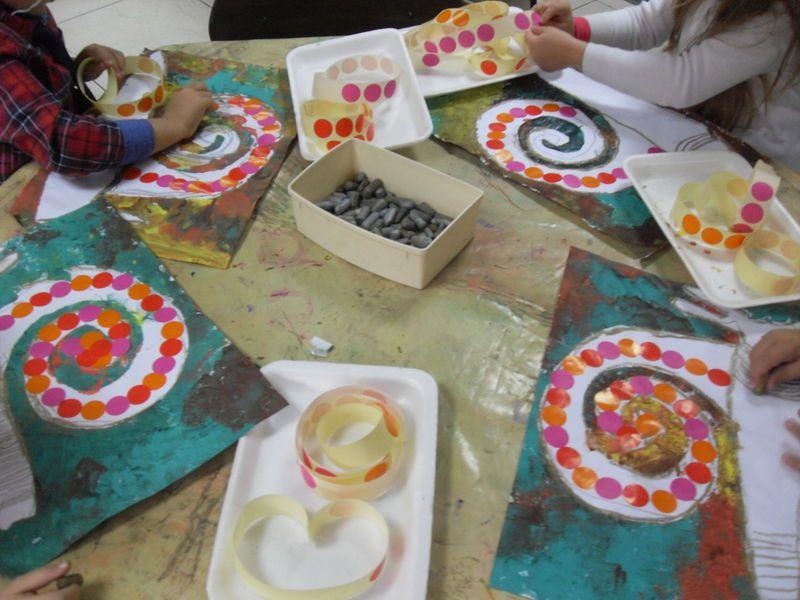 Escargots traces pr paratoires au dessin de spirales graphisme arts visuels pinterest - Escargot maternelle ...