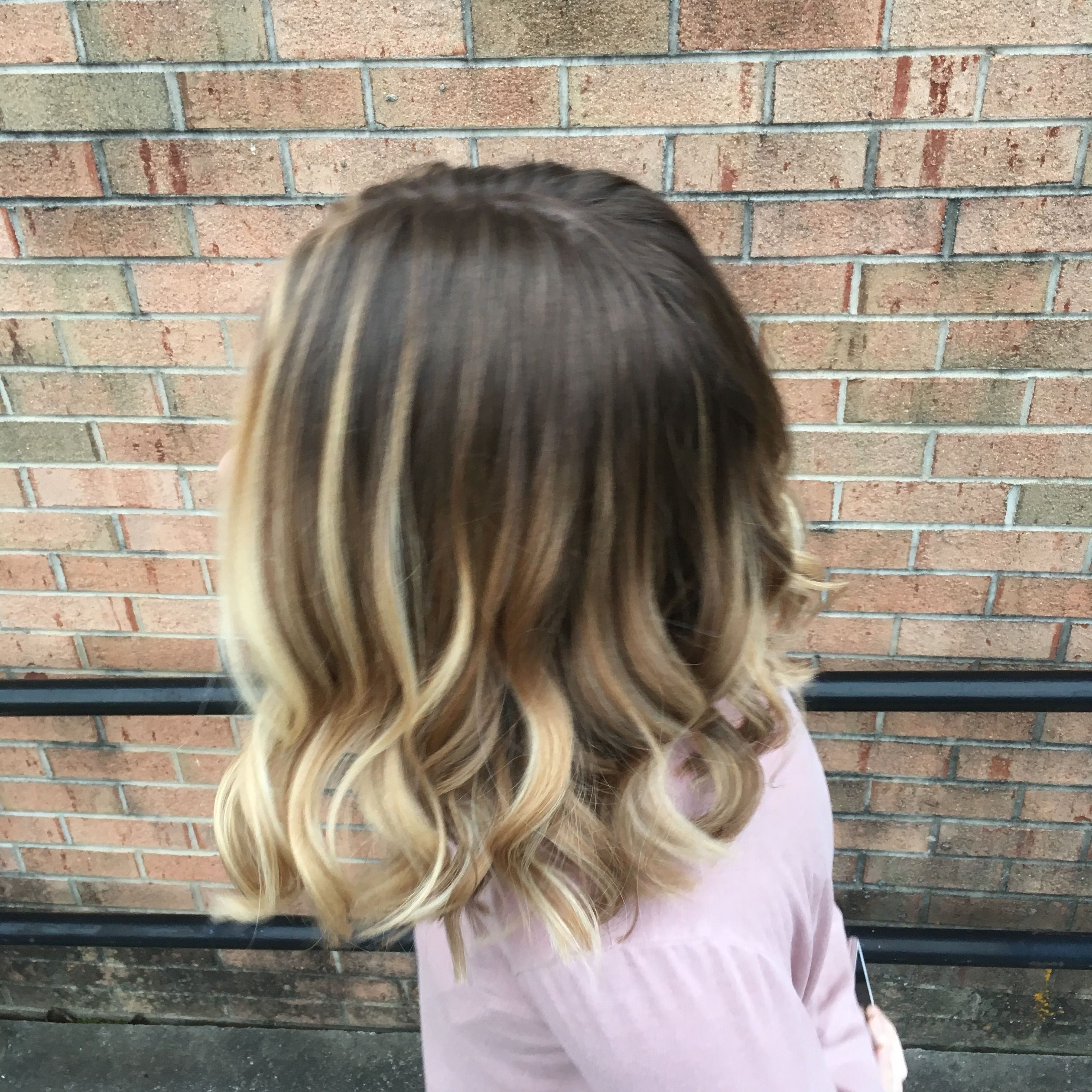 A Balayage Highlight With W Slight Shadow Root And Low