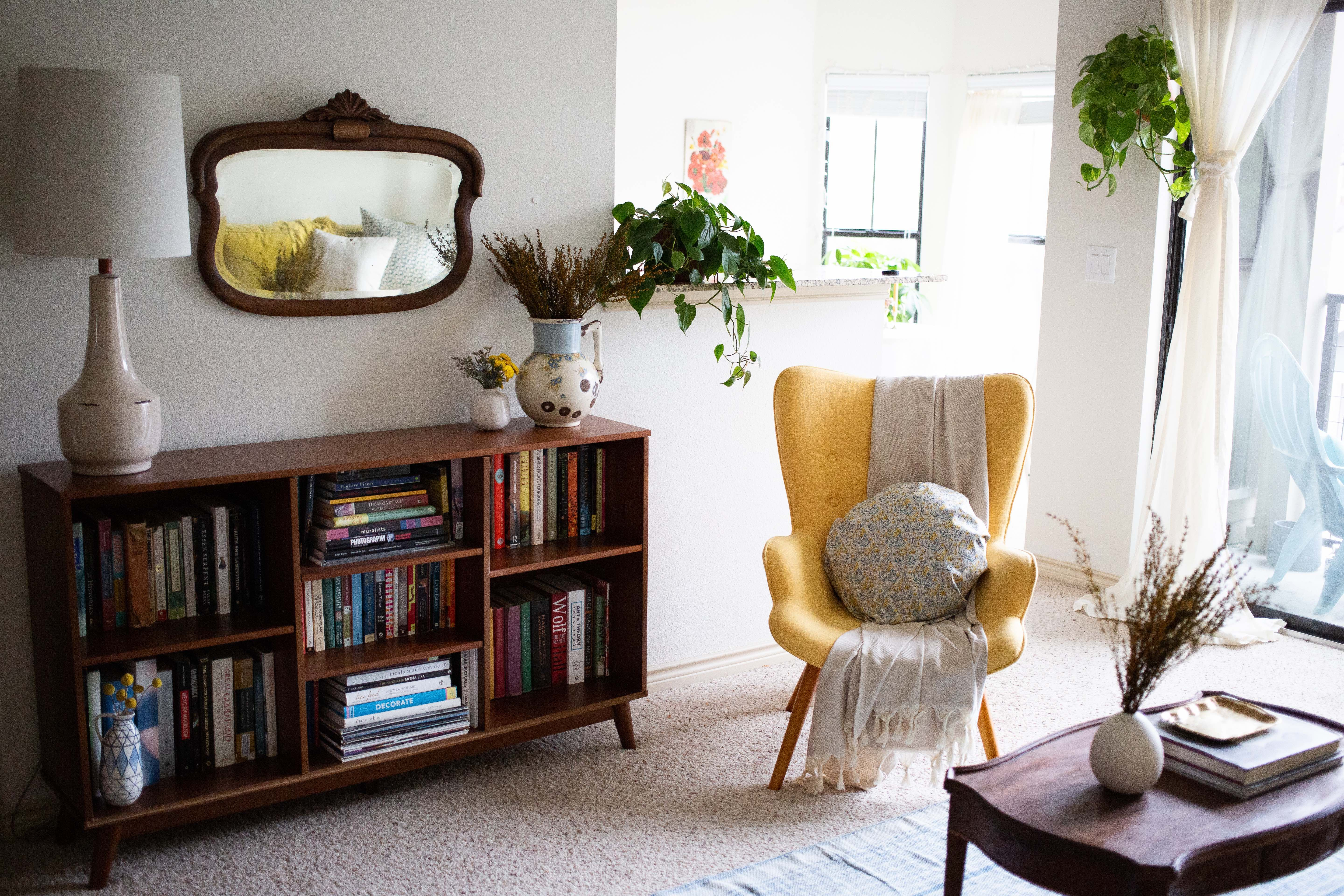 A Very Beige Carpeted Rental Is Redeemed By Florals In 2020 Apartment Decorating Rental Diy Apartment Decor Trendy Living Rooms