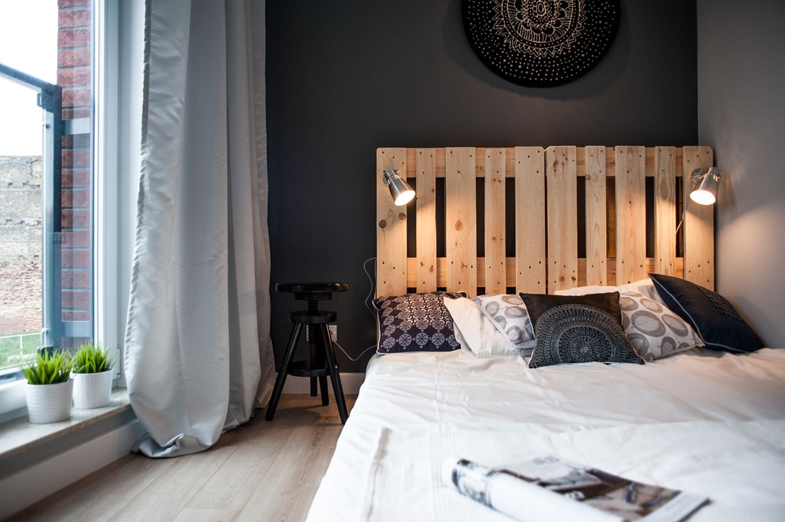 Pin By Vivillane On Bedroom Apartment Decorating On A Budget Apartment Decor Bedroom Industrial Chic