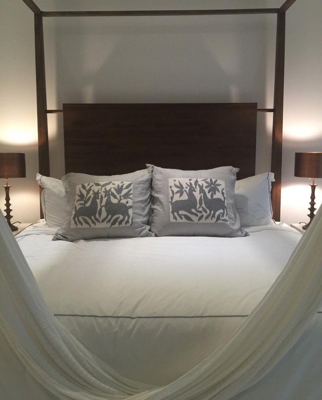 Cojines decorativos de lino con bordado Tenango! #cojines #bordadosmano #decoracion #hechoamano #artelocal #artesanal #comerciojusto #ideasdedecoracion #bordadotenango #ayudanosaayudar #deco  100% linen decorative pillows with Tenango embroidery! #cushions #handembroidery #deco #tenangoembroidery #l4l #loveit #instagood #followme #decorationideas #linen  #handmade #fairtrade #bedroom #helptohelp #bedroomdecor #specialtouch #decoration #interiordecor #art #interiordesign