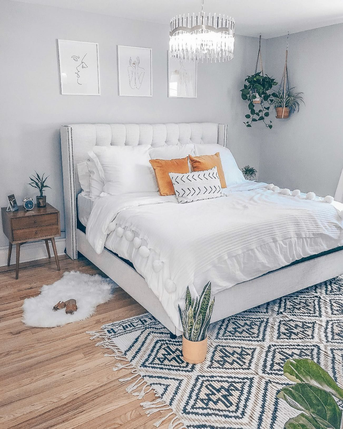 My Full Astoria Ny Interior Project Is Up On The Blog I Ve Worked So Hard On This The Past 4 Months A In 2020 Chic Bedroom Boho Chic Bedroom Small Bedroom