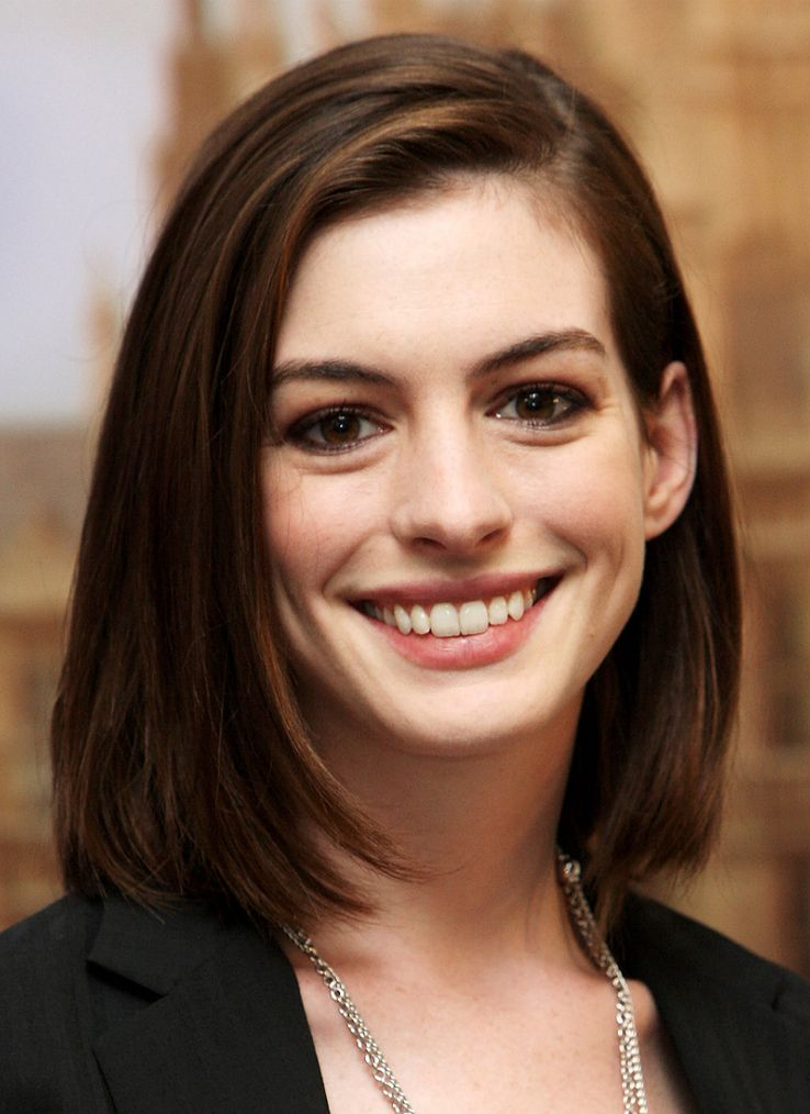 Anne Hathaway In 2008 Celebrities Medium Hair Styles Medium Length Hair Styles Oval Face Hairstyles