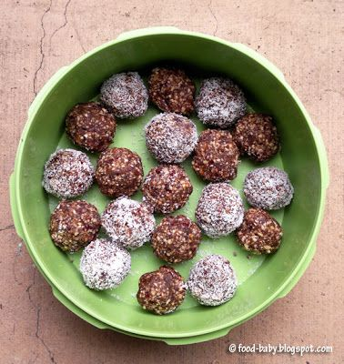 Cocoa, Cranberry and Almond Balls © food-baby.blogspot.com All rights reserved