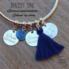 Bracelet jonc avec pompom & gravure sur mesure