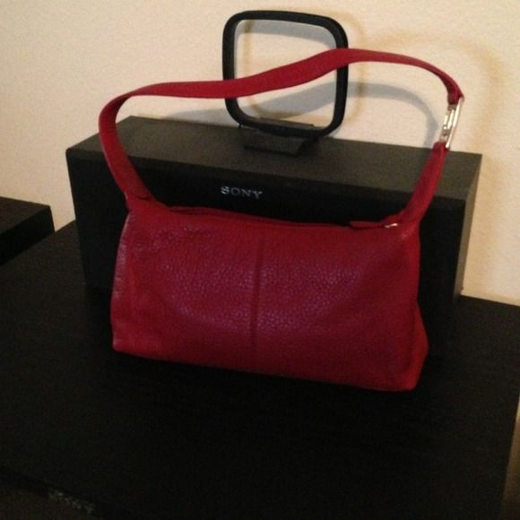 Take 40% off ... Tommy Hillfiger Red Bag Nice casual bag/silver fixtures Tommy Hilfiger Bags
