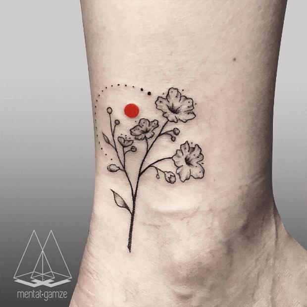 A artista turca Mentat Gamze cria incríveis tatuagens minimalistas com elementos geométricos e detalhes em cor em vermelho. Confira entrevista!