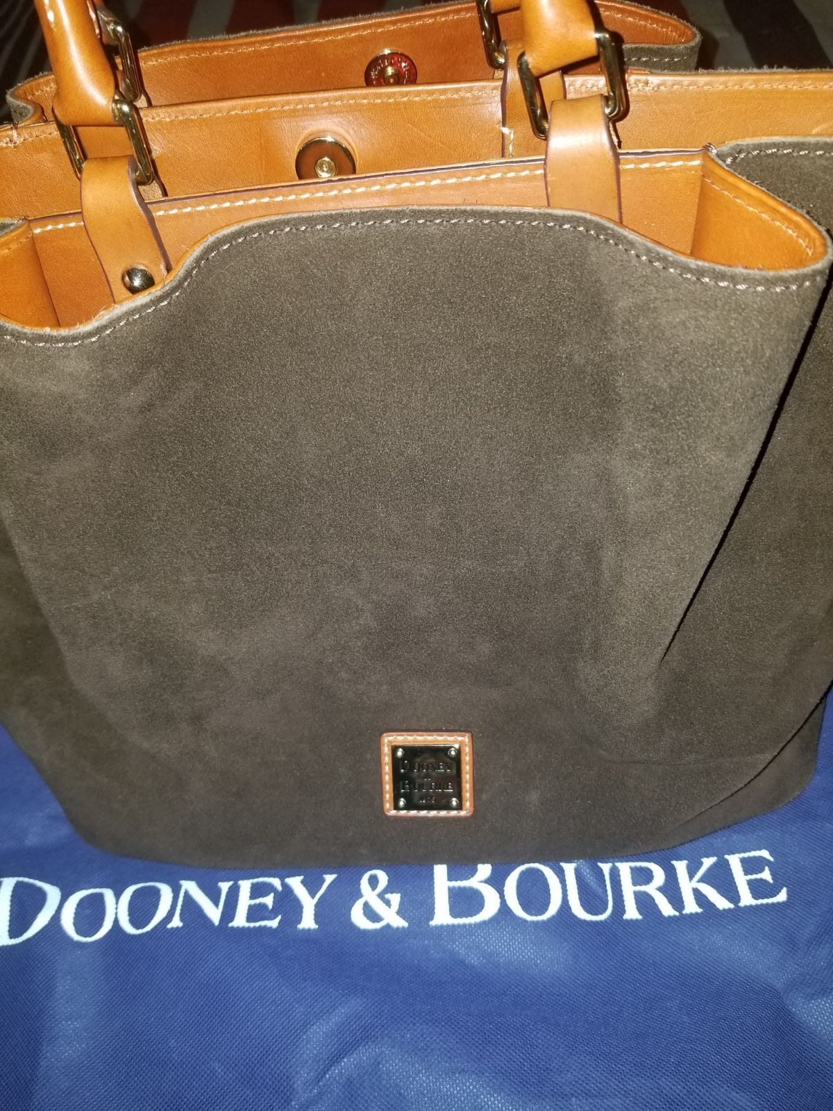 Suede dooney bourke large barlow comes with dust bag and