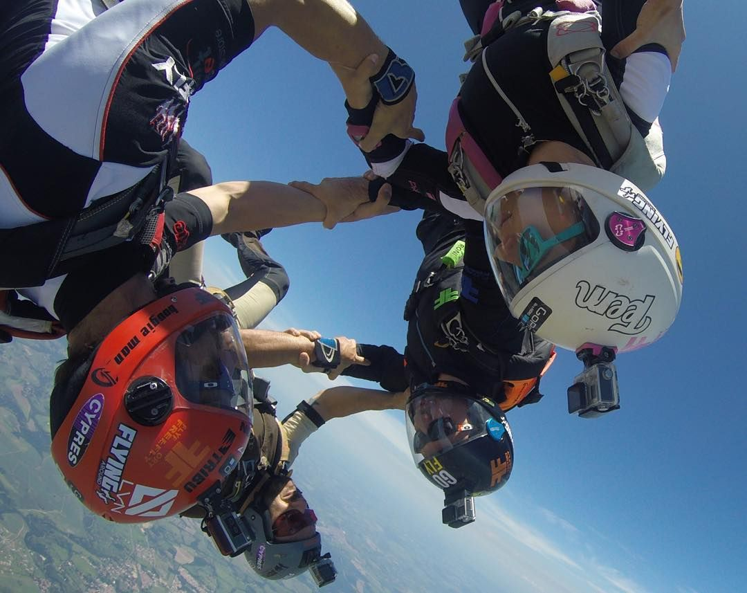 """Training and having fun with good friends  #flyfactory #3dfly #freefly #skydive #parachute #blueskies #havingfun #skydivegram #skydive_gram #jointheteem…"""