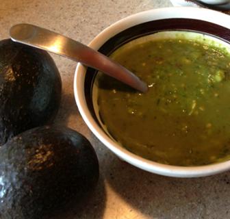 Guacamole con chile  verde.