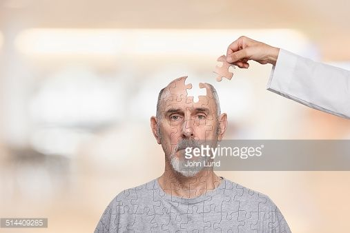 Foto de stock : Doctor putting human puzzle together