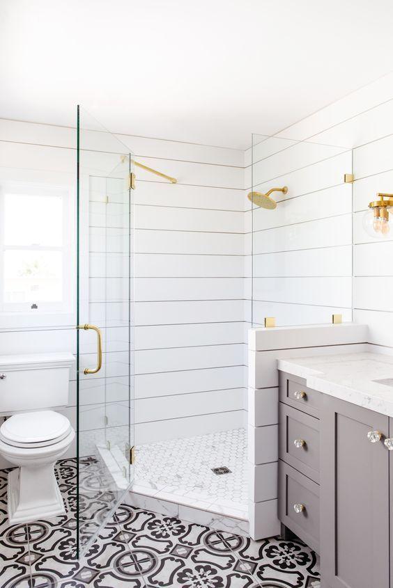 Shiplap Shower / Bathroom using exterior siding. GENIUS! DIY ...