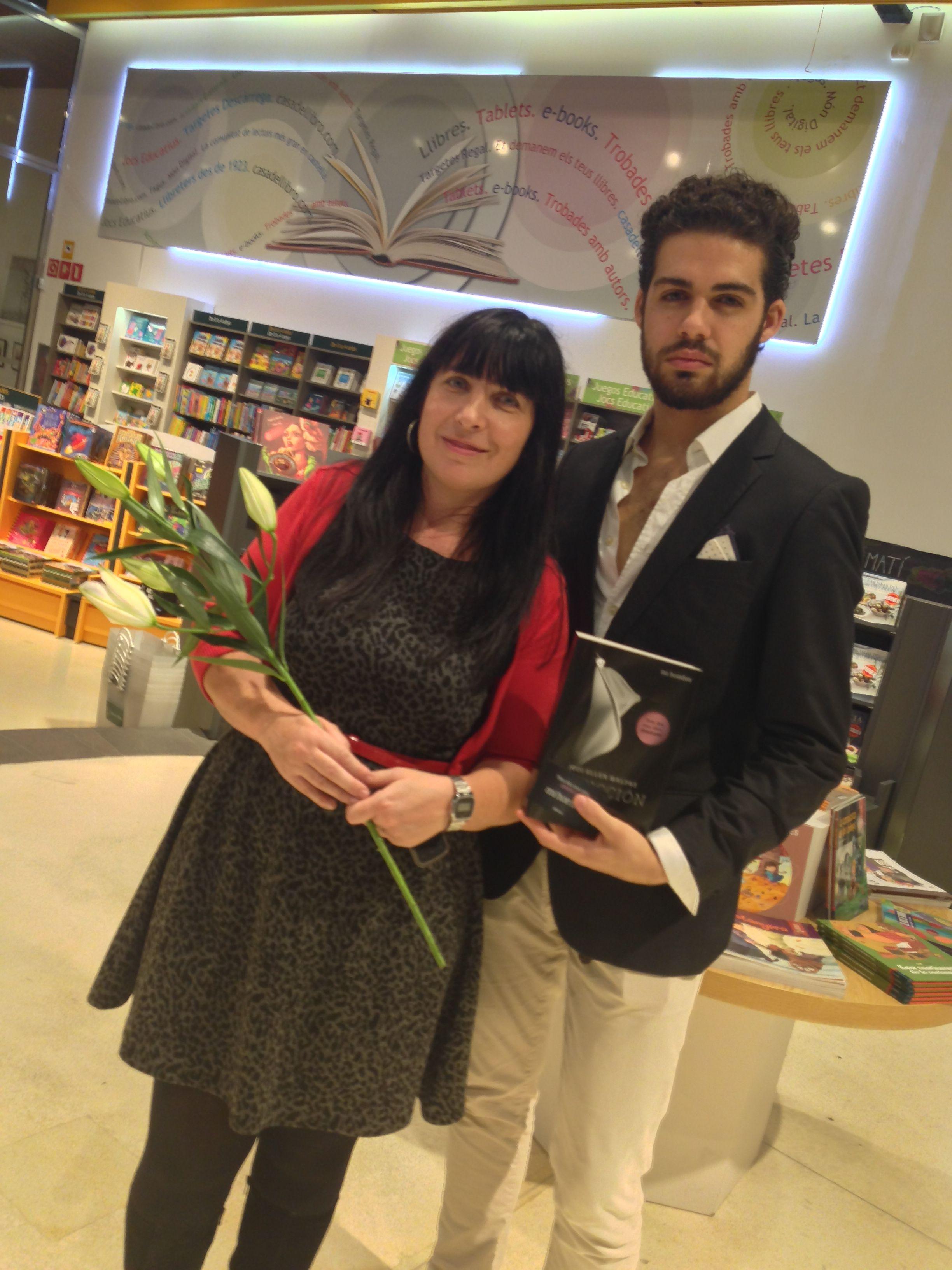 Mihombre utilizando armas de seducci n con las chicas de la casa del libro en rambla catalu a - Casa del libro barcelona passeig de gracia ...