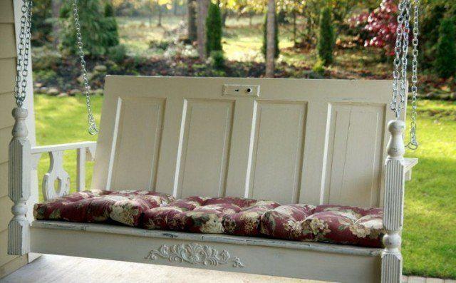 idées-déco-jardin-vieille-porte-banc-jardin-suspendu-terrasse