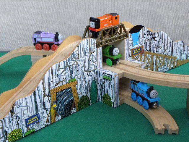 Brioelc Wooden 3 Tier Huge Sodor Mining Mountain Tunnel For Thomas