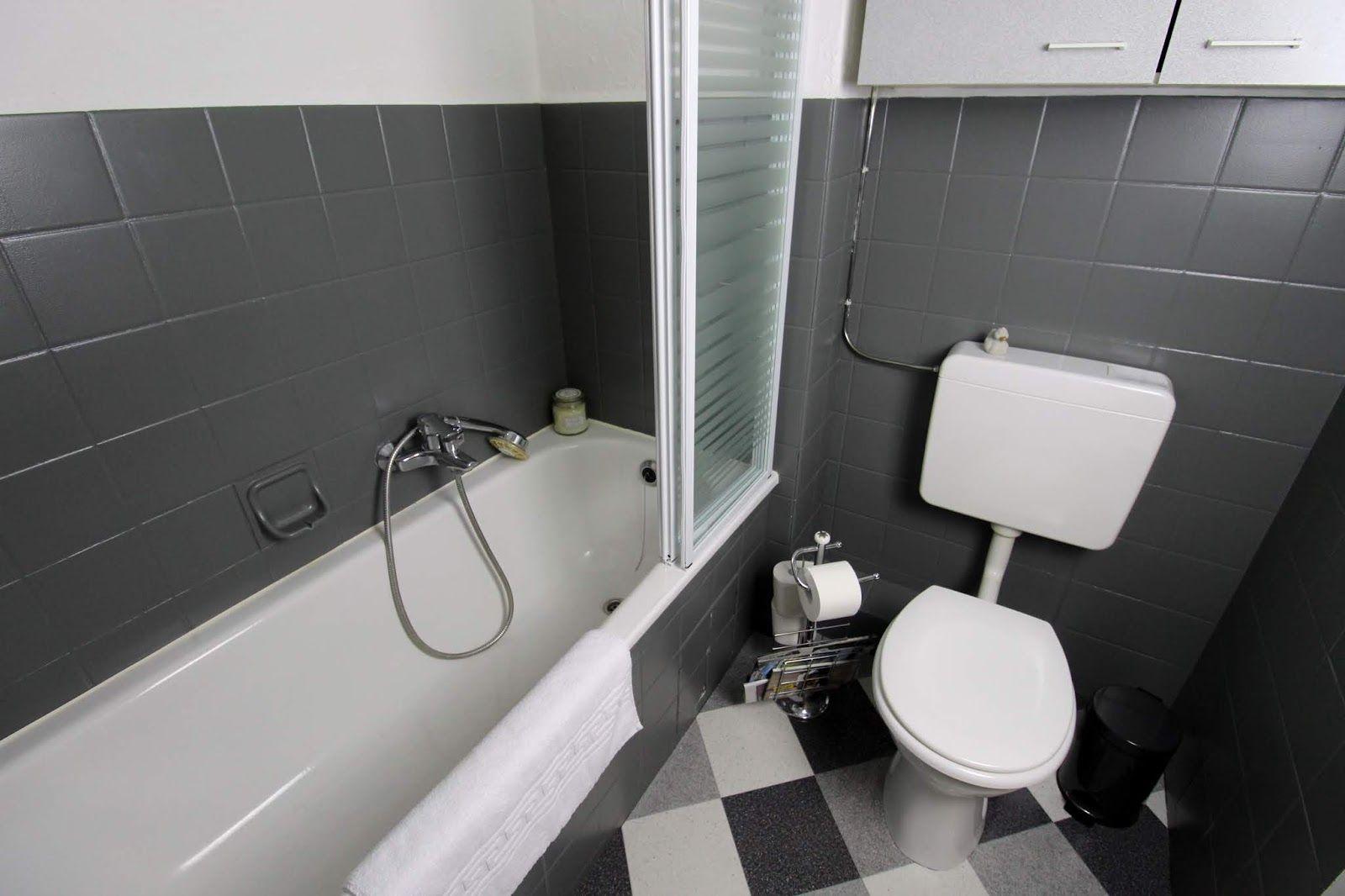 Diy Badezimmer Streichen Und Renovieren Mit Fliesenfarbe Badezimmer Streichen Badezimmer Renovieren Badezimmer Komplett