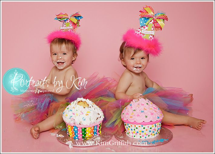 Giant cupcakes for twins 1st bday Adorable Gives me an idea for
