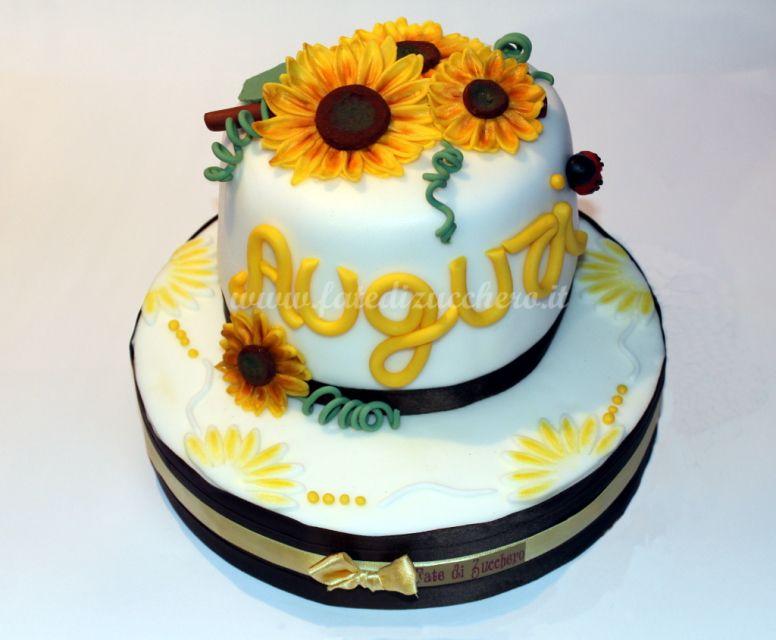 Torta con i girasoli con tutti gli elementi decorativi for Decorazioni torte 2d