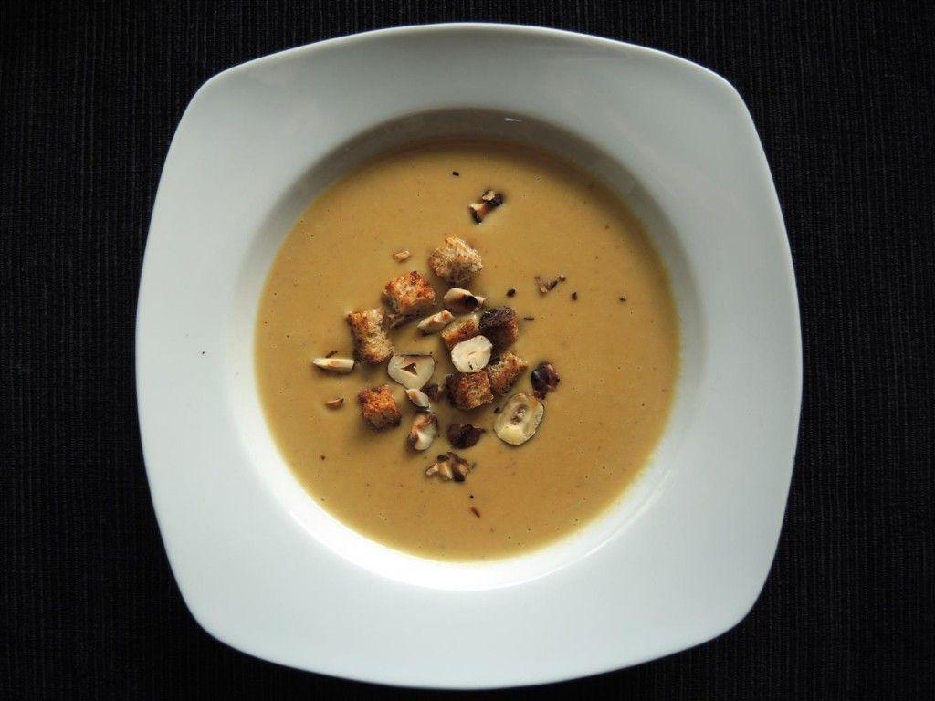 Maronensuppe mit gerösteten Haselnüssen und Brotcroutons, einfach und schnell zubereitet im Thermomix.