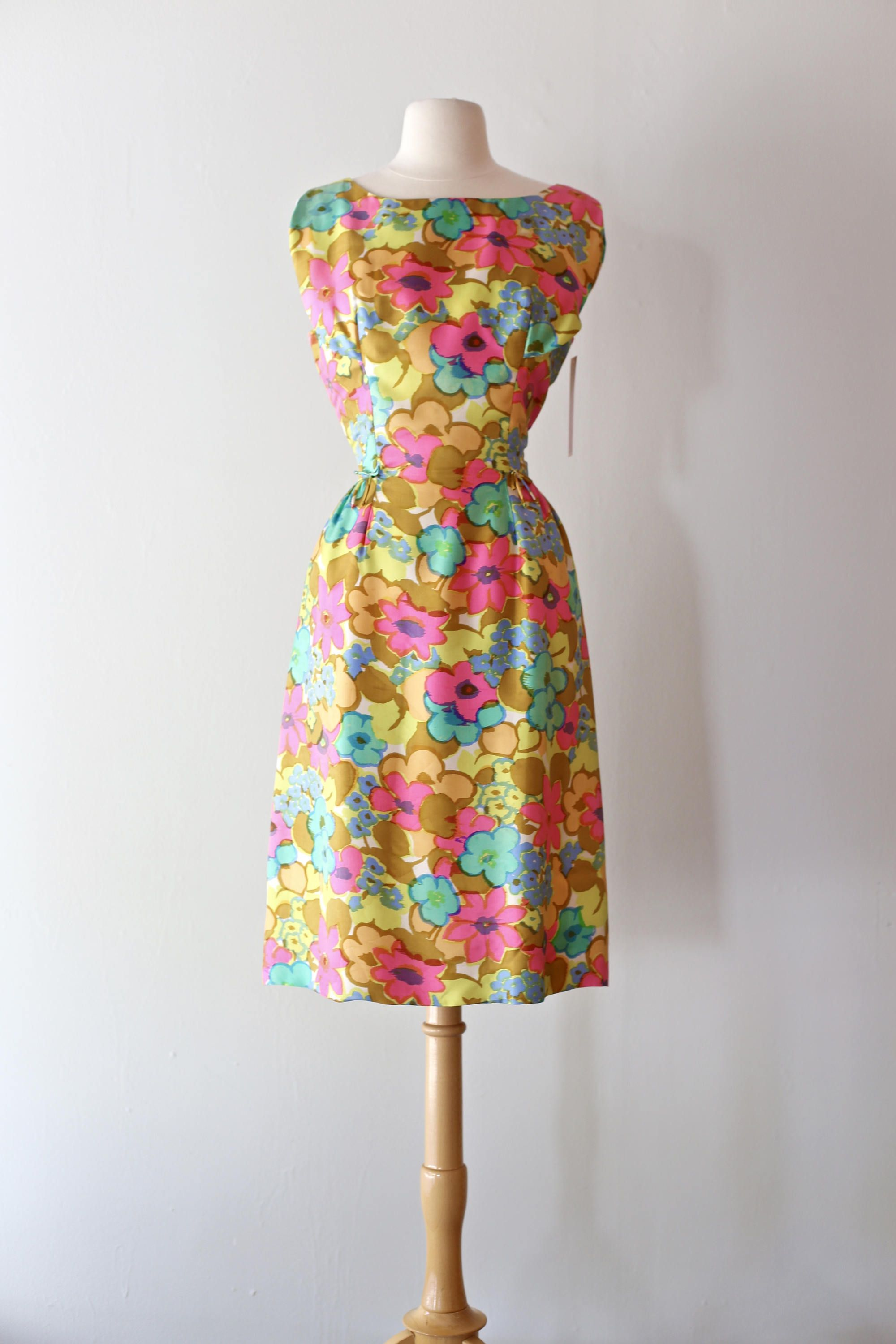 Vintage 1960 S Silk Abstract Floral Print Cocktail Dress By Joan Leslie Vintage 60s Dress Bright Spring Floral Prints Abstract Floral Print Vintage Dress 60s [ 3000 x 2000 Pixel ]