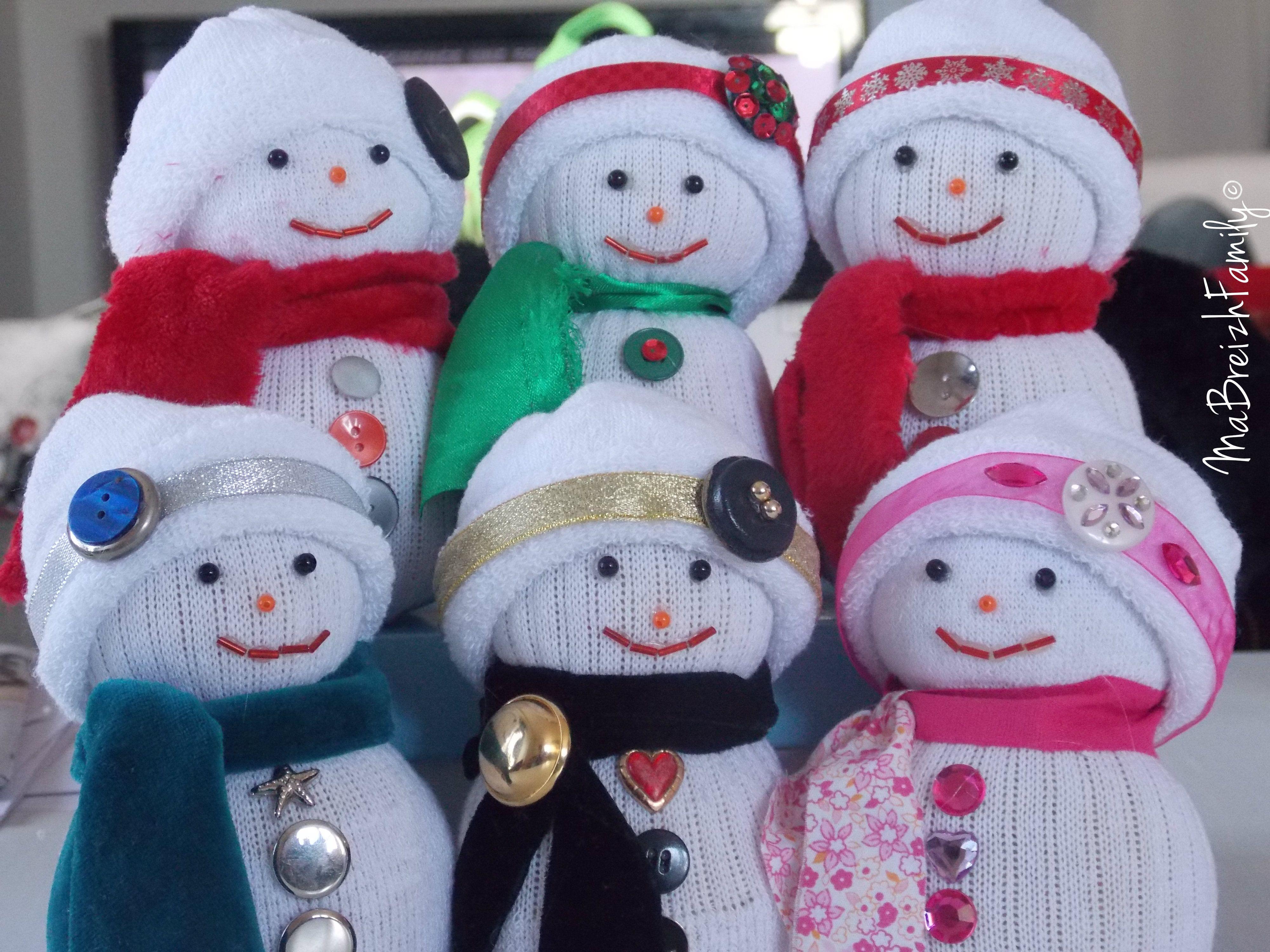 aujourd 39 hui un tuto de no l avec un bonhomme de neige r aliser avec des chaussettes tricot. Black Bedroom Furniture Sets. Home Design Ideas