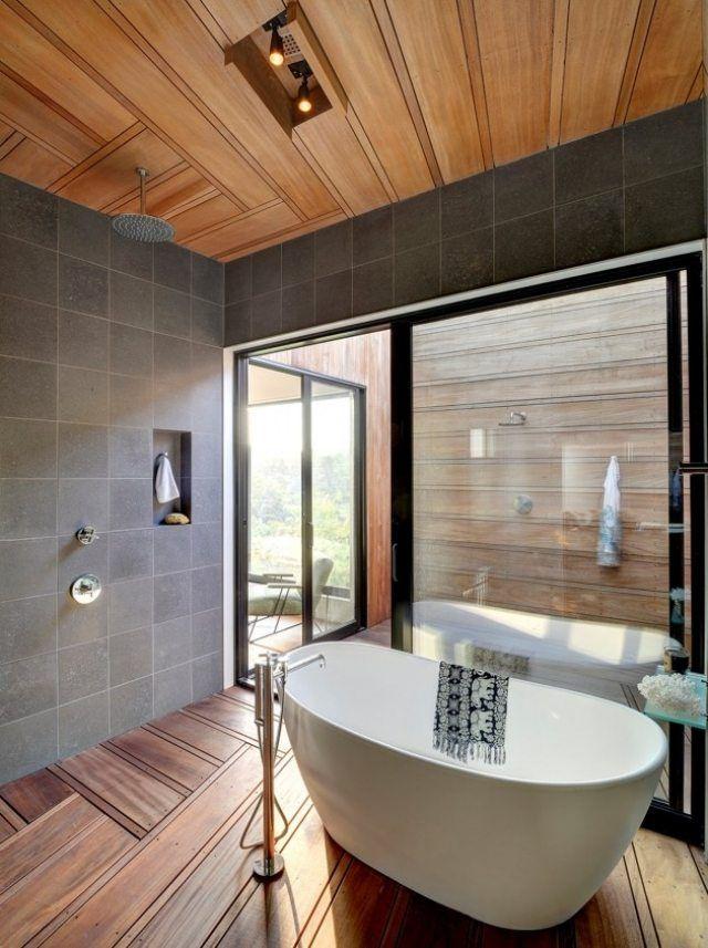 Wundervoll Badgestaltung Mit Viel Holz Bodenebene Dusche Und Moderne Freistehende Wanne