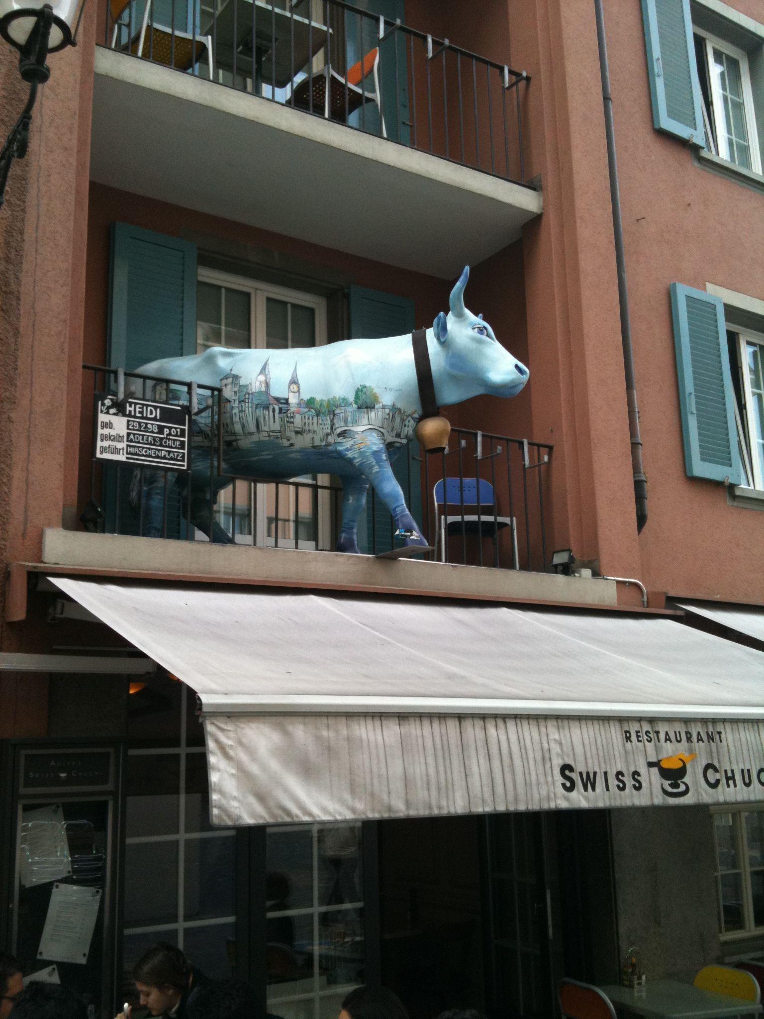 En Suiza, las vacas están hasta en los balcones!!