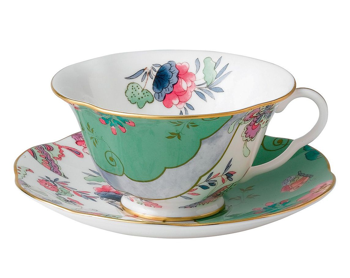 The latest addition to the Wedgwood Harlequin Tea Story, the Butterfly Bloom Posy cup & saucer feature vintage-inspired colors, patterns and shapes finely detailed on bone china with elegant gold rims