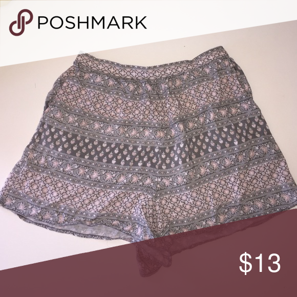 tribal print A&F flowy shorts -grey and pink tribal pattern -high waisted -stretchy waist band Abercrombie & Fitch Shorts