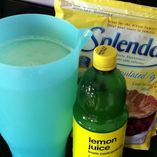0 Calorie Lemon Aid So Refreshing 1 1 2 Cups Lemon Juice 1 1 2 Cups Splenda Or Sweetener Of Your Choice 10 Cups Water Ice Enjo Yummy Drinks Splenda Sweetener