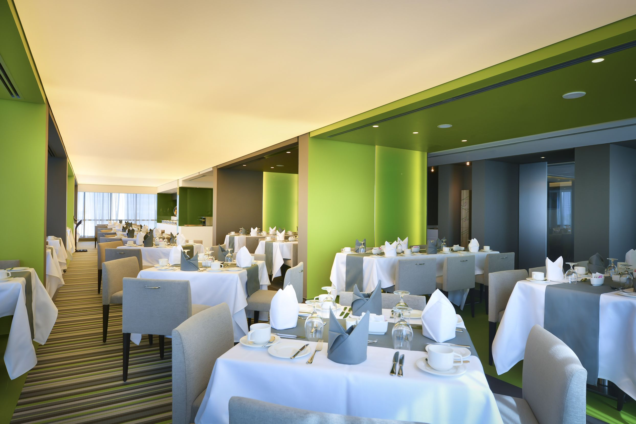All day dining in Hotel 72 by Hues