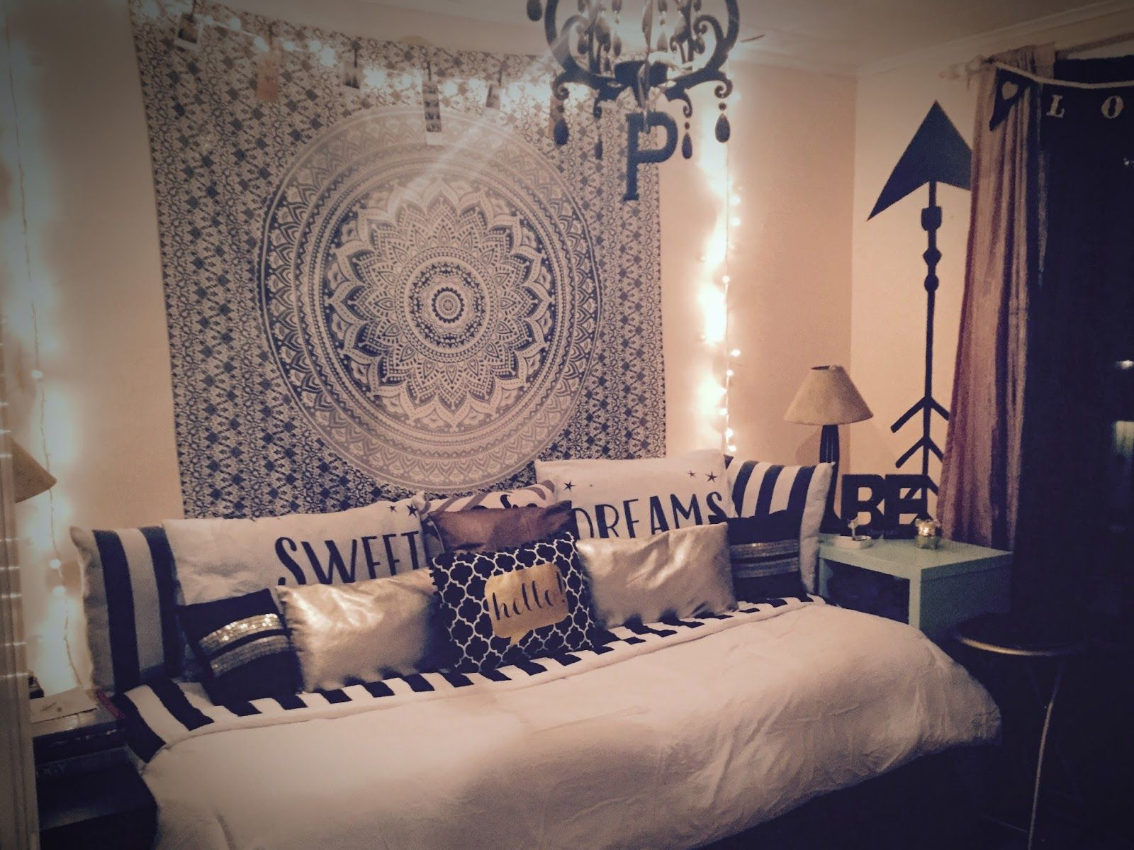 Hanging a tapestry or wallpaper behind your bed the wall for Wallpaper for wall behind bed