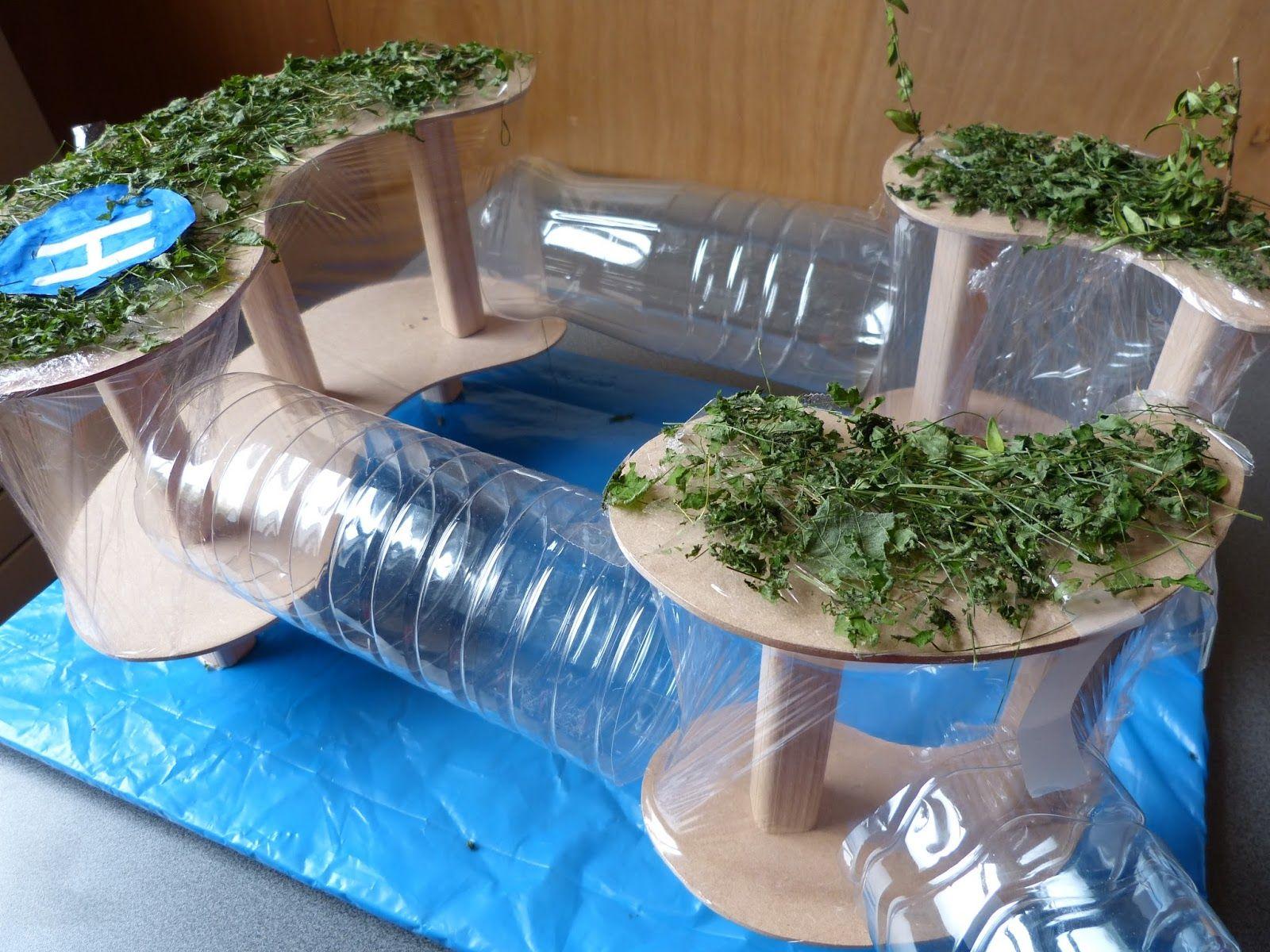 Maquette de ville utopique sur l 39 eau r alis e par des for Architecture qui se fond dans le paysage