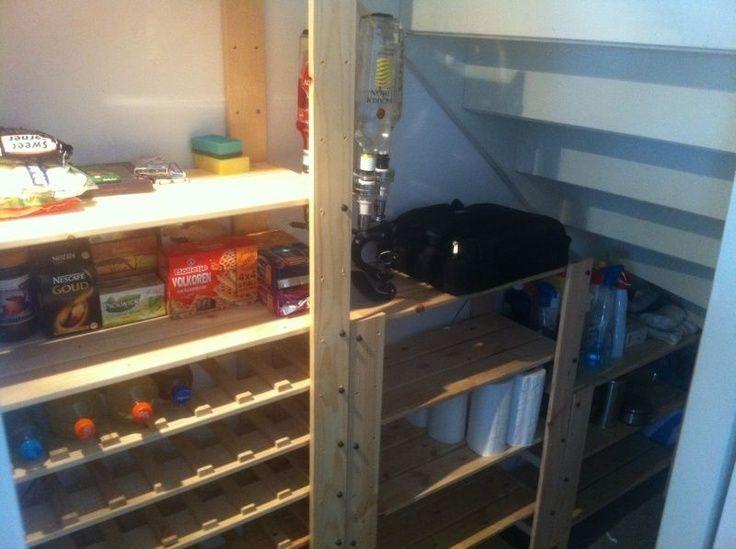 Trapkast indeling. 2x 16,95 uitgeven bij de Ikea, wat zagen en klaar ...