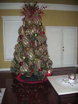 Arbol De Navidad Decorado Con Malla Decoracion Arbol De Navidad Decoracion De Arboles Decoracion De Temporada