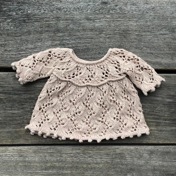Photo of Dukkes Perler-på-en-snor sweater